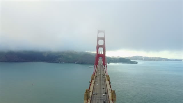 vídeos de stock, filmes e b-roll de aerial of the big golden gate bridge - golden gate bridge