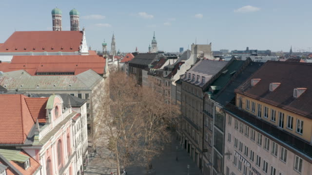 aerial of the famous munich shopping street neuhauser strasse which stands empty during the coronavirus crisis public life in germany has been... - non us film location stock videos & royalty-free footage