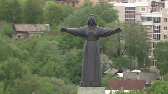 aerial of the mother patroness monument. cheboksary, russia. - frontgiebel stock-videos und b-roll-filmmaterial