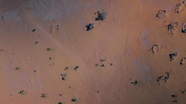 vidéos et rushes de aerial of the sahel region in mali showing dry arid farmland - sec