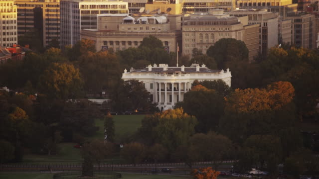 aerial of the white house sunset, washington d.c. - la casa bianca washington dc video stock e b–roll