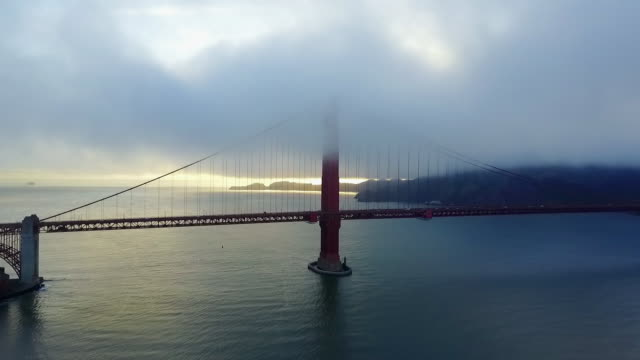 vídeos de stock, filmes e b-roll de aerial of thick clouds on golden gate bridge - golden gate bridge