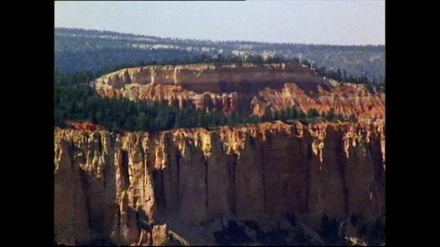 aerial of utah canyons and forests - utah点の映像素材/bロール