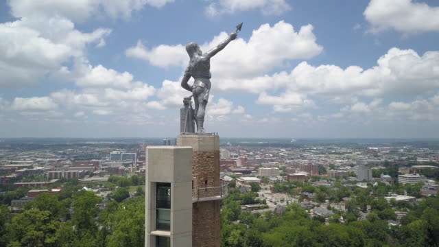 aerial of vulcan statue, city symbol of birmingham, alabama - birmingham alabama video stock e b–roll