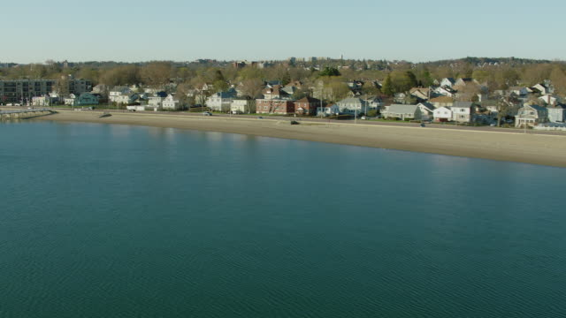 aerial of wollaston beach in quincy ma - 北半球点の映像素材/bロール