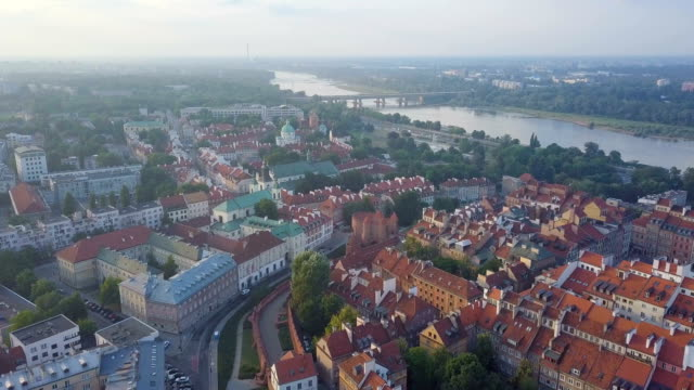 aerial / old warsaw city center with vistula river, afternoon light - varsavia video stock e b–roll