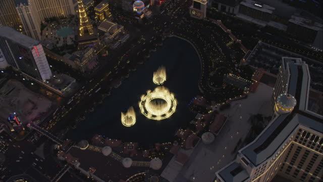 aerial orbit bellagio water fountain - the strip las vegas stock videos & royalty-free footage