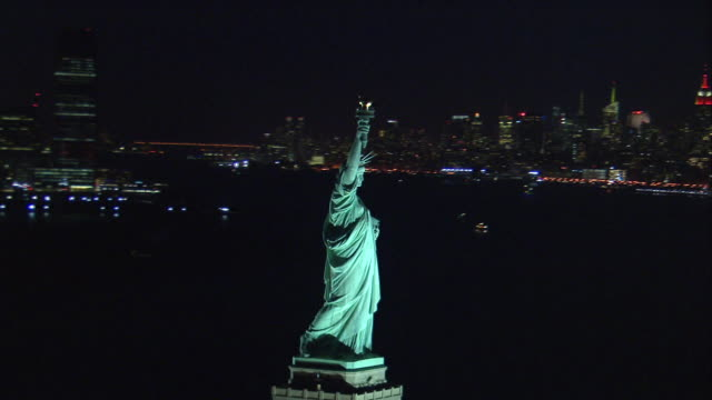 aerial orbit statue of liberty closeup at night - statue of liberty new york city stock videos & royalty-free footage