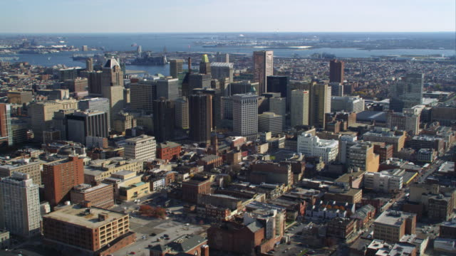 vidéos et rushes de aerial orbiting view of baltimore md as approached from the north. shot in 2011. - baltimore