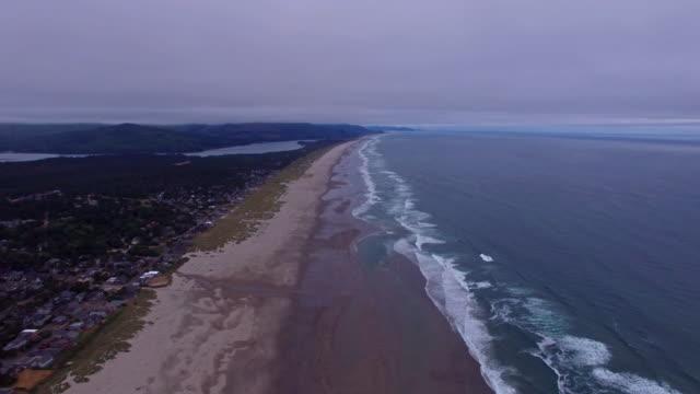 veduta aerea spiaggia di oregon canon - costa dell'oregon video stock e b–roll