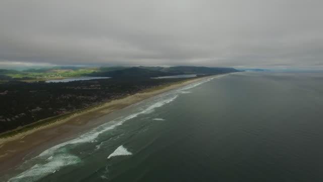 vídeos y material grabado en eventos de stock de antena oregon canon beach - costa de oregón
