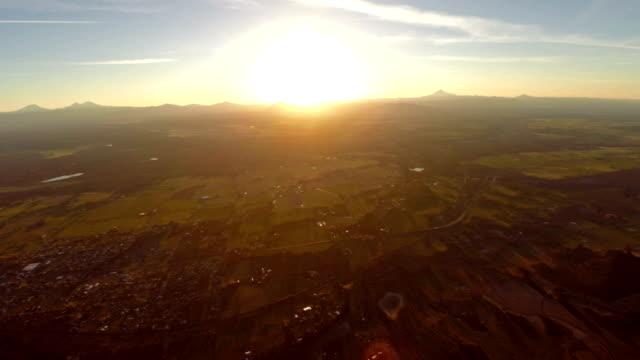 空から見たオレゴン州スミスロック - 駐車点の映像素材/bロール