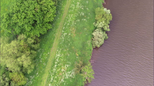 aerial over bank of river severn, worcestershire, uk - river severn stock videos & royalty-free footage