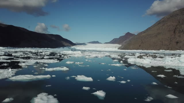 aerial over broken ice sheet, greenland - 氷河点の映像素材/bロール