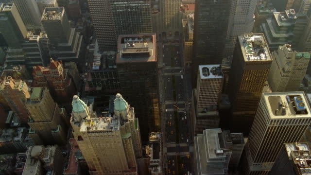 aerial over buildings along park avenue / tilt up to met life building / new york city - metlife hochhaus stock-videos und b-roll-filmmaterial
