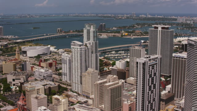 stockvideo's en b-roll-footage met aerial over buildings in downtown miami sunny beautiful day, fl - macarthur causeway bridge