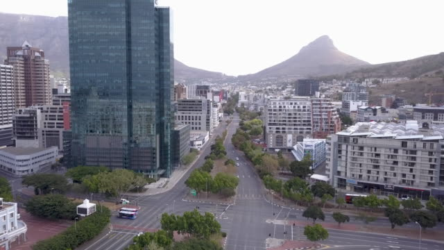 aerial over city of cape town during corona virus lockdown, with empty streets - downtown stock videos & royalty-free footage