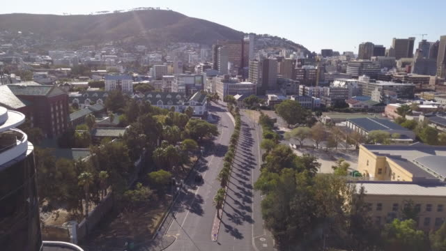 aerial over city of cape town during corona virus lockdown, with empty streets - lockdown stock videos & royalty-free footage