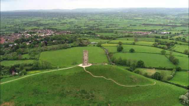 aerial over glastonbury tor, somerset, uk - glastonbury tor stock videos & royalty-free footage