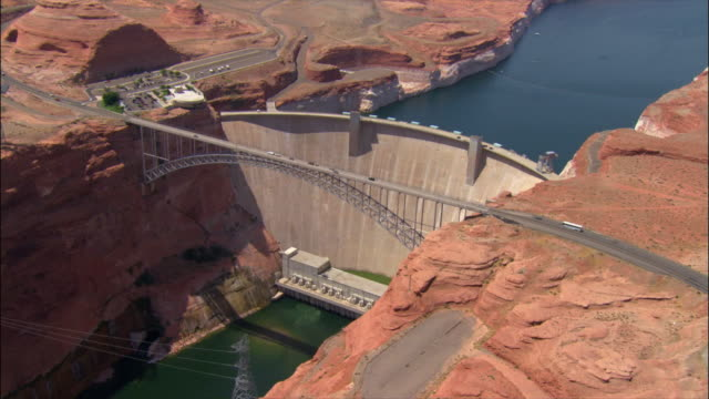 aerial over glen canyon dam and bridge / page, arizona - glen canyon staudamm stock-videos und b-roll-filmmaterial