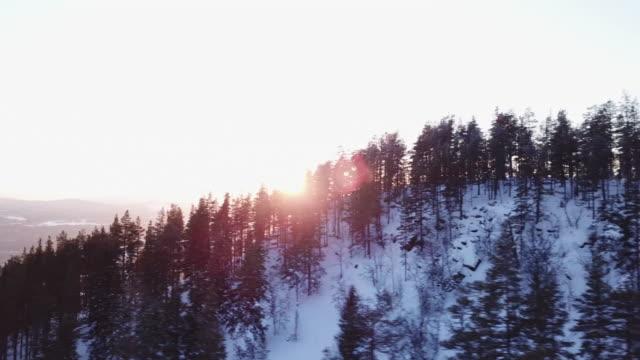 skipisten in der luft über goldenen stunden - schweden stock-videos und b-roll-filmmaterial