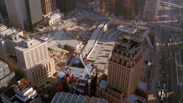 vídeos de stock e filmes b-roll de aerial over ground zero w/footprints of world trade center - ano 2000