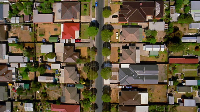 vidéos et rushes de aerial over houses / melbourne - quartier résidentiel