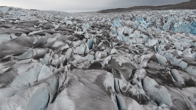 stockvideo's en b-roll-footage met aerial over ice sheet, greenland - environmental issues