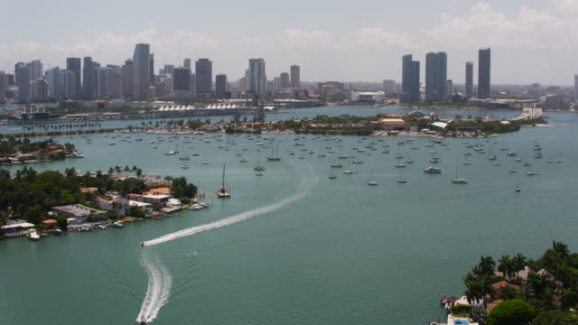 aerial over intracoastal waterway with boats sunny day miami fl - biscayne bay stock-videos und b-roll-filmmaterial