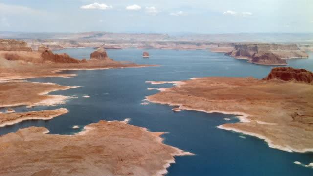 aerial over lake powell / utah - utah点の映像素材/bロール