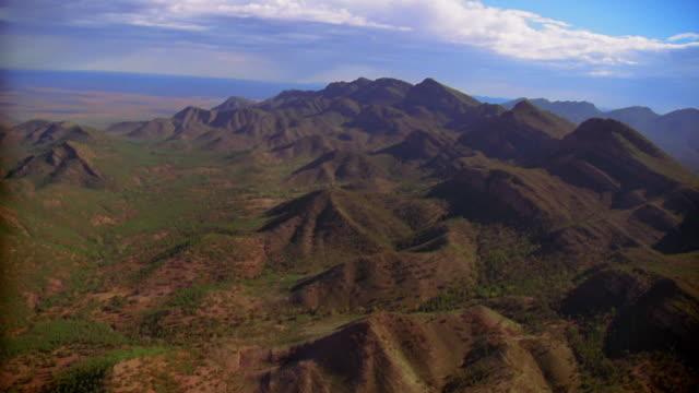 aerial over mountain range - south australia bildbanksvideor och videomaterial från bakom kulisserna