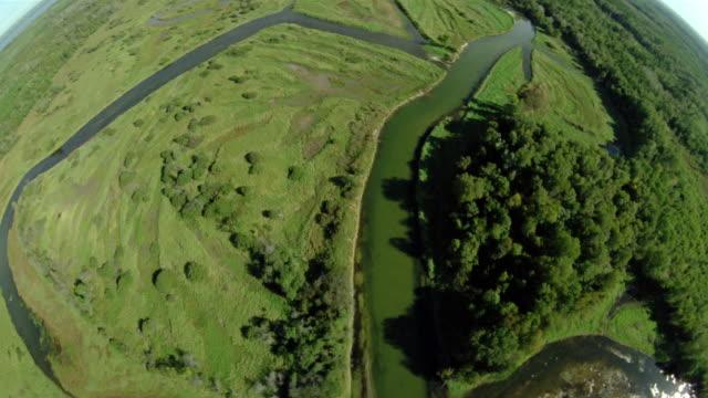 vidéos et rushes de aerial over network of rivers / minnesota - algues