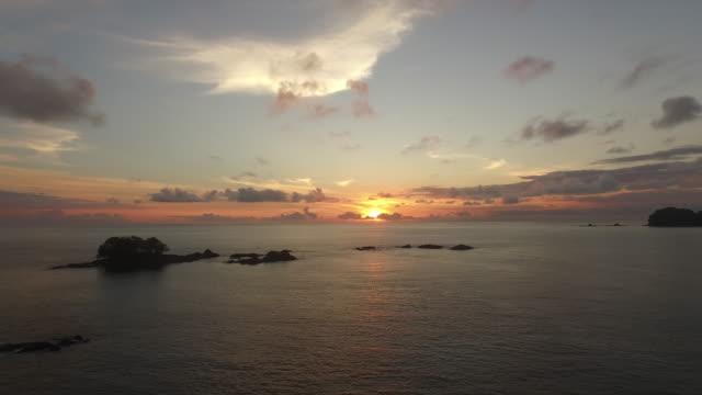 stockvideo's en b-roll-footage met aerial over ocean sunset - pacific ocean