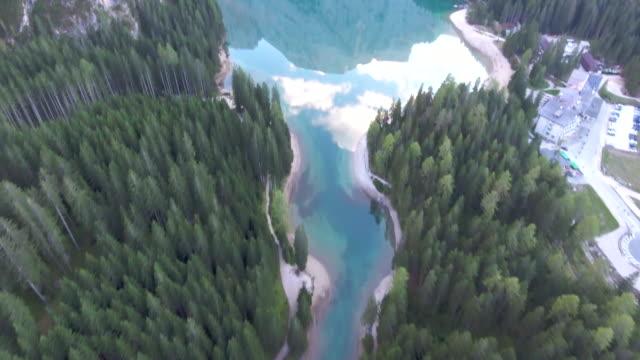 vidéos et rushes de aériennes sur pinède - énergie hydrolienne