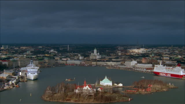 aerial over small islands in gulf of finland towards the lutheran cathedral / helsinki, finland - baltic sea stock videos & royalty-free footage