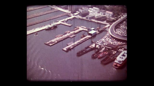 vídeos y material grabado en eventos de stock de 1981 aerial over staten island bay street landing during construction - puerto de nueva york