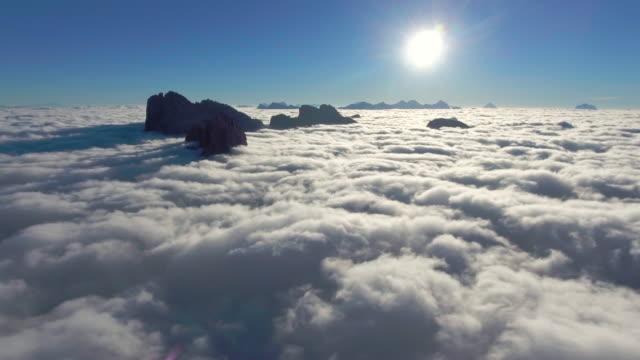 antenna sopra le nuvole - tranquility video stock e b–roll