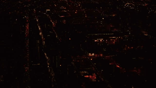 vidéos et rushes de aerial over the johannesburg cbd cityscape, at night - république d'afrique du sud