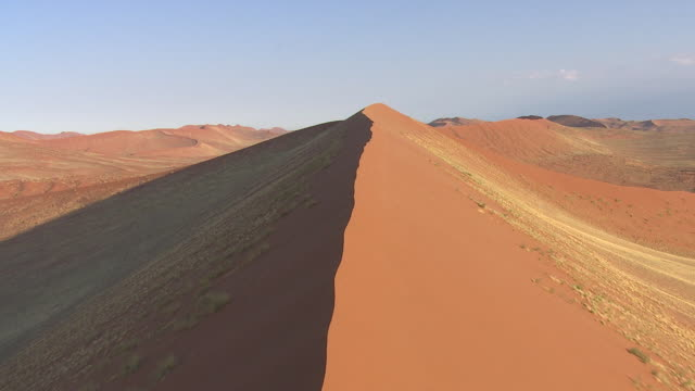 vídeos de stock e filmes b-roll de aerial over the landscape of namibia - aerial or drone pov or scenics or nature or cityscape