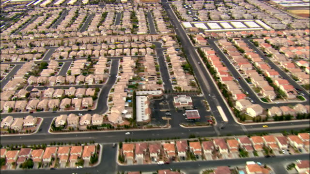 aerial over tract housing / las vegas, nevada - tract housing stock videos & royalty-free footage