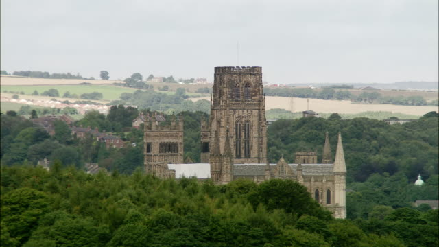 aerial over treetops to durham cathedral / durham, england - durham england stock-videos und b-roll-filmmaterial