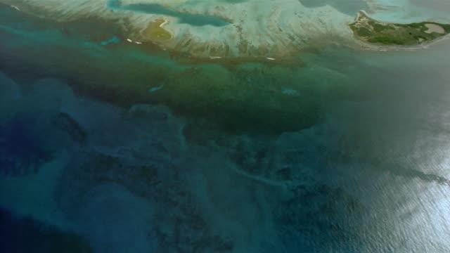 vidéos et rushes de aerial over tropical islands and coral reef / venezuela - angle de prise de vue