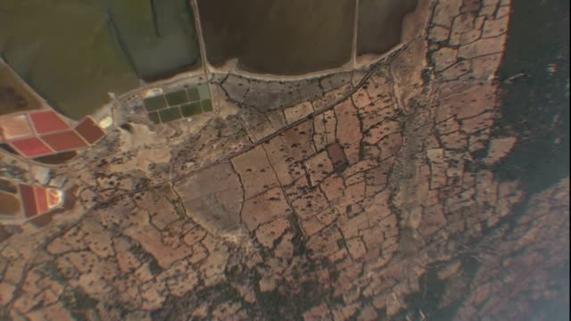 stockvideo's en b-roll-footage met aerial over vast coastal region in sri lanka. - fysische geografie