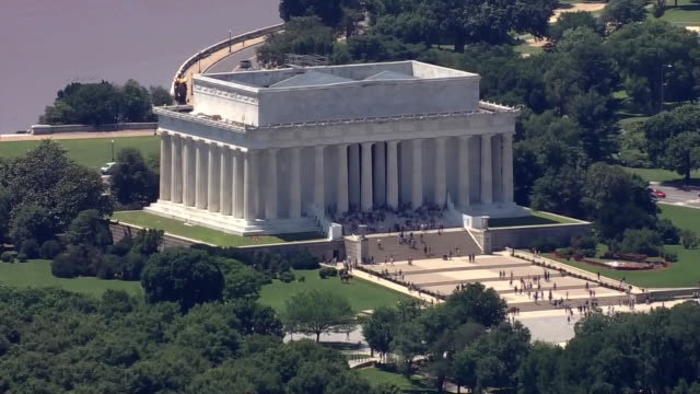 aerial over washington dc zooming in toward the jefferson memorial - jefferson memorial stock videos & royalty-free footage