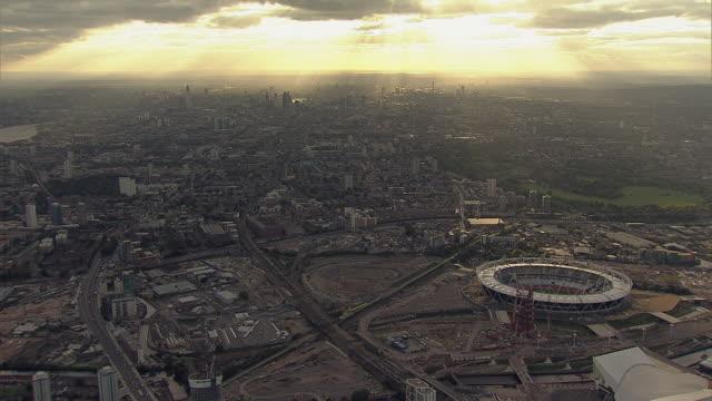 aerial overhead tracking m/s  olympic park and stadium under construction - ロンドン オリンピックパーク点の映像素材/bロール