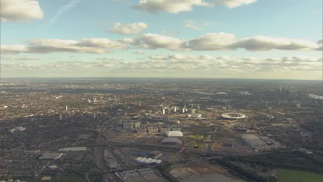 aerial overhead tracking w/s  olympic park under construction - ロンドン ストラトフォード点の映像素材/bロール