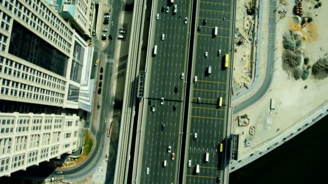 aerial overhead view city highway commuter traffic dubai - 高速道路点の映像素材/bロール