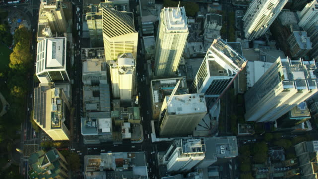vídeos de stock e filmes b-roll de aerial overhead view of downtown buildings sydney australia - distrito financeiro
