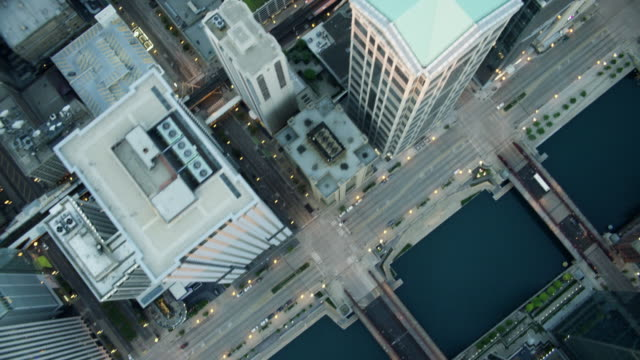 aerial overhead view of modern skyscraper buildings chicago - north america stock-videos und b-roll-filmmaterial