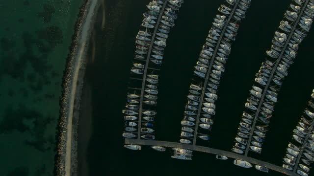 aerial overhead view yachts moored fremantle marina perth - フリーマントル点の映像素材/bロール